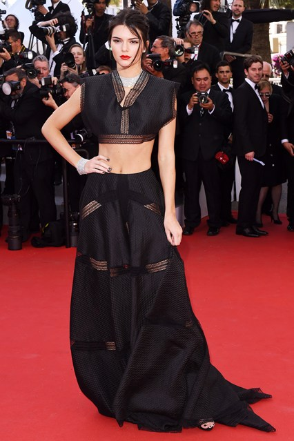 kendall-jenner-cannes-vogue-20may15-rex_b_426x639