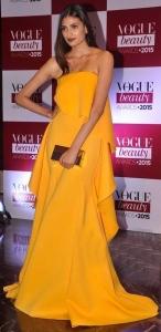 Athiya-Shetty-In-Gauri-And-Nainika-At-Vogue-Beauty-Awards-2015-659x600 copy