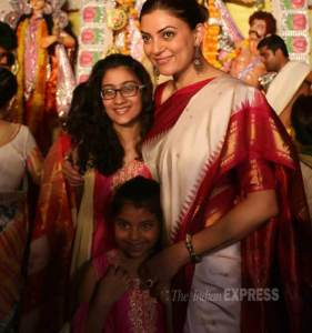 Sushmita Sen with her daughter [Credit: indianexpress.com]