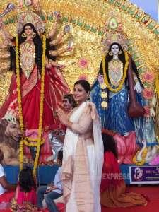 Vidya balan celebrates Durga Puja with her family [Credits: Indianexpress.com]