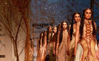 models-showcase-the-creations-of-fashion-designer-397564